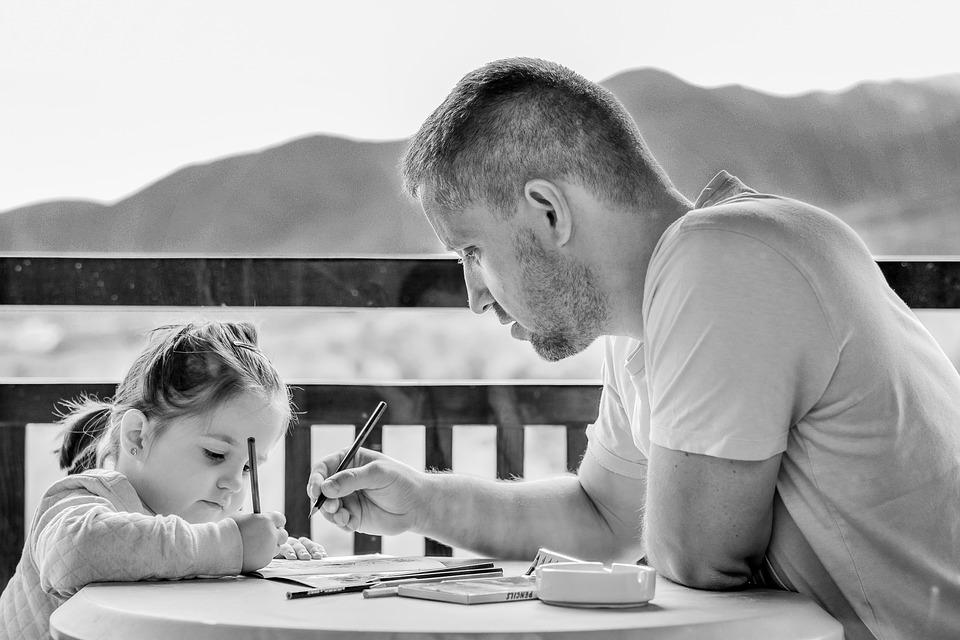 Modificación del permiso de paternidad: hasta 8 semanas según el Plan Presupuestario 2019